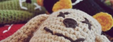 Els ninots de ganxet estan elaborats per avis i àvies