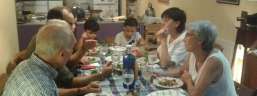 Un dels àpats de La Família del Costat a Horta-Guinardó. Font: SOS Racisme Catalunya