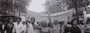 La primera manifestació d'Orgull LGTBI a Barcelona, el 1977 Font: Colita