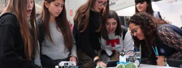 El percentatge de noies que trien carreres tecnològiques lluny d'augmentar s'està reduïnt. Font: Colectic