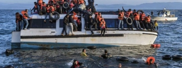 Refugians sirians arribant a les costes gregues. Autor desconegut. Fotografia obtinguda de la pàgina Open MIgratrion.