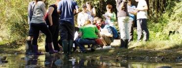 Un grup de voluntaris durant una inspecció del Projecte Rius (imatge: Associació Habitats)