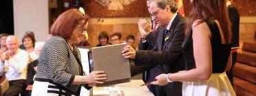 Societat Coral 'El Vallès' recollint la Creu de Sant Jordi 2018