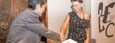 Bel Olid entrega la distinció honorífica a l'autor japonès