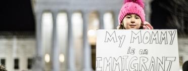 Nena reclama respecte als drets humans al president Trump. Font: Geoff Livingston, Flickr