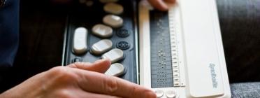 Mitjançant un lector navegador o un lector braille, els usuaris podran interpretar les imatges de Twitter. Imatge Karola Riegler Llicència CC BY-ND 2.0