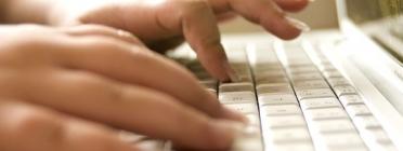 Teclejant al portàtil. Font: pixabay.com