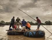 Migrants creuant el riu Suchiate, a la frontera entre Mèxic i Guatemala. Foto: Anna Surinyach / MSF