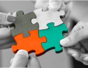 Persones fent un puzzle. Font: blog.logyca.com
