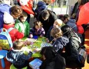 Infants jugant a l'edició 2012 de la Festa