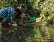 Inspecció del Projecte Rius a Masia Can Rabella (imatge: Associació Hàbitats)