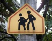 Senyal que indica la proximitat d'una escola a Mèxic. Flickr: Daquella manera