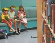 Infants llegint. Imatge de  San Jose Library a flickr.