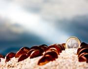 Muntanya de sorra amb monedes. Font: anieto2k (flickr.com)