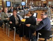 Imatge de la reunió del Comitè per a l'acollida de les persones refugiades. Font: web elpuntavui.cat