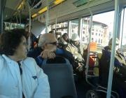 Membres d'Amputats Sant Jordi al transport públic