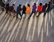 """Membres d'un agrupament escolta canten """"L'hora dels adéus"""". Foto: AEiG Montpalau"""