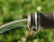 Aigua potable que surt d'una font. Font: Pixabay
