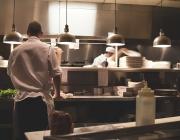 Treballadors en una cuina.