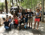 "Grup de voluntaris i voluntàries durant una ""colillaton"" a  Barcelona"