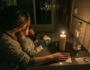 Moltes famílies han hagut de tornar a la llum de les espelmes