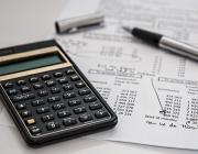 Calculadora i registres comptables (font:pixabay.com)