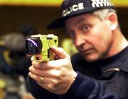 El Parlament retira l'ús de pistoles elèctriques contra persones amb problemes de salut mental