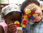 Nens i nenes jugant. Font: Social.cat