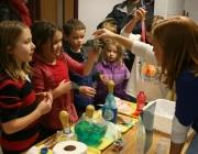 Classe de ciència a l'escola. Imatge CC de woodleywonderworks (Flickr)