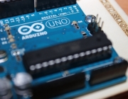 Construeix prototips electrònics amb Arduino.