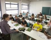 Alumnat atenent a una classe a la UAB