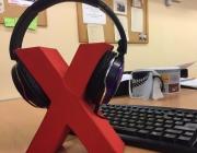 Auriculars rodejant la X de Xarxanet