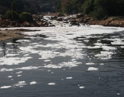 Riu Tietê, de San Paolo, contaminat. Font: Wikipedia
