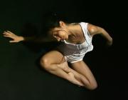 Noia fent dansa. Font: teo_ladodicivideo (Flickr)