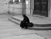 Dona víctima de la pobresa. Font: Teo's photo (flickr.com)