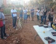 Membre de la XSP explicant el projecte de dinamització comunitària