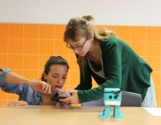 Les entitats que fomenten les vocacions TIC de les nenes i les dones tindran el suport del 'Pla Dona TIC' Font: Colectic