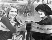 Les directores i productores Mary Pickford i Frances Marion.