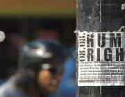 Cartell drets humans. Imatge CC de www.flickr.com/photos/tao_zhyn/2767099314