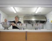 """Fotograma del documental """"El plat o la vida"""". Nani Moré a la cuina"""