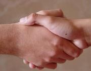 Encaixada de mans