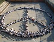 El símbol de la pau al pati de l'escola. Font: web de l'escola Vedruna de Sallent