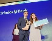 Estrella Galán, secretària general de CEAR recollint el premi. Font: Triodos bank