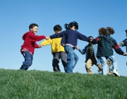 Nens i nenes jugant. Font: web ethic.es