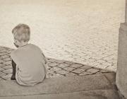 Nen assegut al carrer. Font: Europa Press