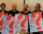 Foto de grup en la presentació de la campanya antiracista No votis injustícia