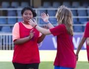 Joves jugant futbol al programa FutbolNet. Foto de la Fundació FC Barcelona