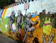 Soldats pintats en forma de grafiti a una paret. Font: Wikimedia