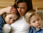 La pobresa s'agreuja en famílies monomarentals