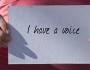 """""""I have a voice"""" escrit a un paper. Imatge dels premis BOB"""